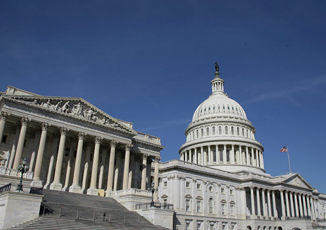 Le Capitole des États-Unis est le bâtiment qui sert de siège au Congrès, le pouvoir législatif des États-Unis.