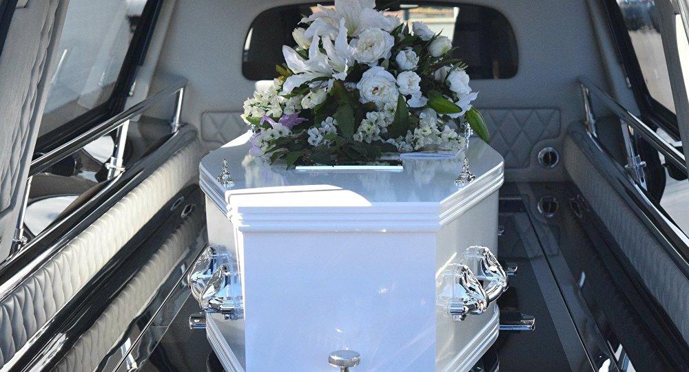 Son cadavre bouge dans le cercueil, sa famille croit à une résurrection