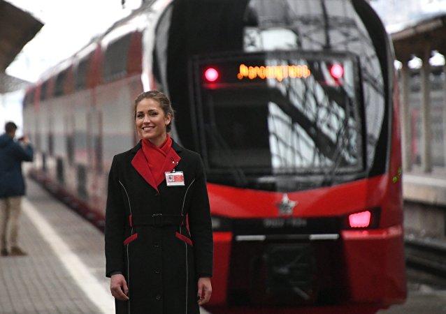 Le lancement des trains à deux niveaux qui desservent les lignes ferroviaires reliant Moscou à ses aéroports a eu lieu vendredi à la gare de Kiev.