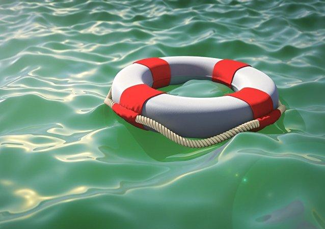 Au secours! Un naufragé russe ayant écrit à la mousse le mot Help a été sauvé (vidéo)