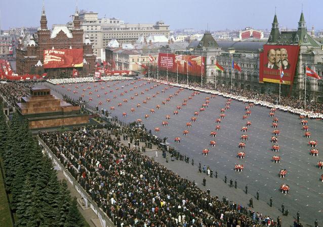 Place Rouge de Moscou, 1969