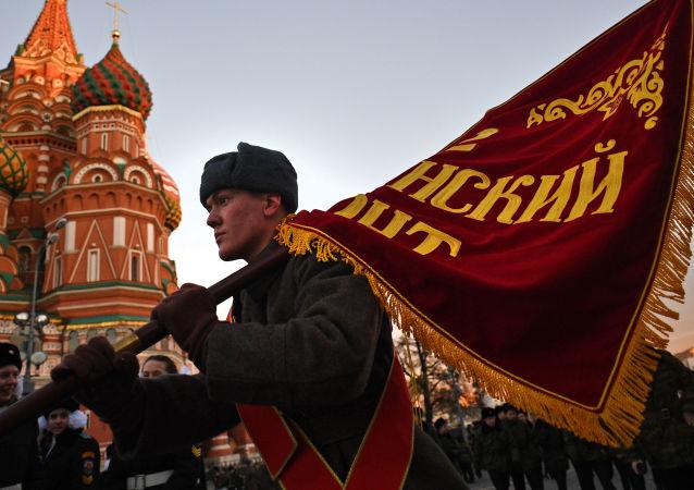 Répétition de la marche consacrée au 76e anniversaire du défilé du 7 novembre 1941