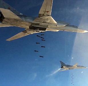 Des bombardiers stratégiques Tu-22 larguent des bombes en Syrie
