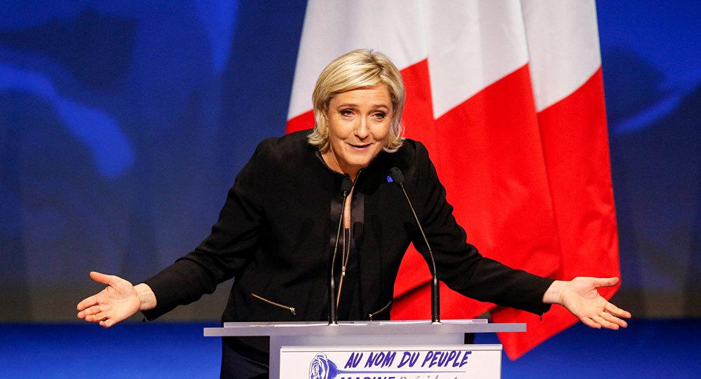 Sur ces dossiers Marine Le Pen ferait mieux qu'Emmanuel Macron (sondage)