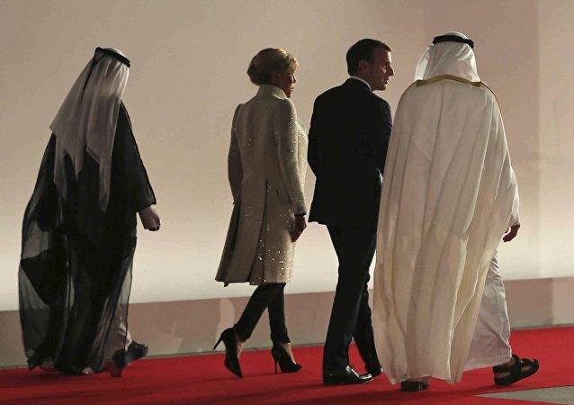 Macron aux Émirats arabes unis, piégé par sa politique d'équilibre?