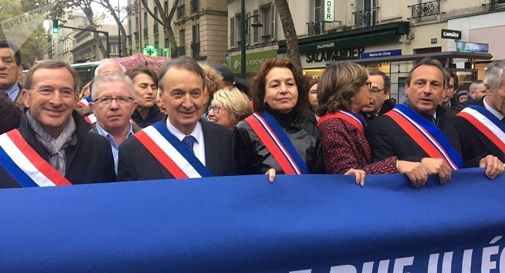 Des élus manifestent à Clichy