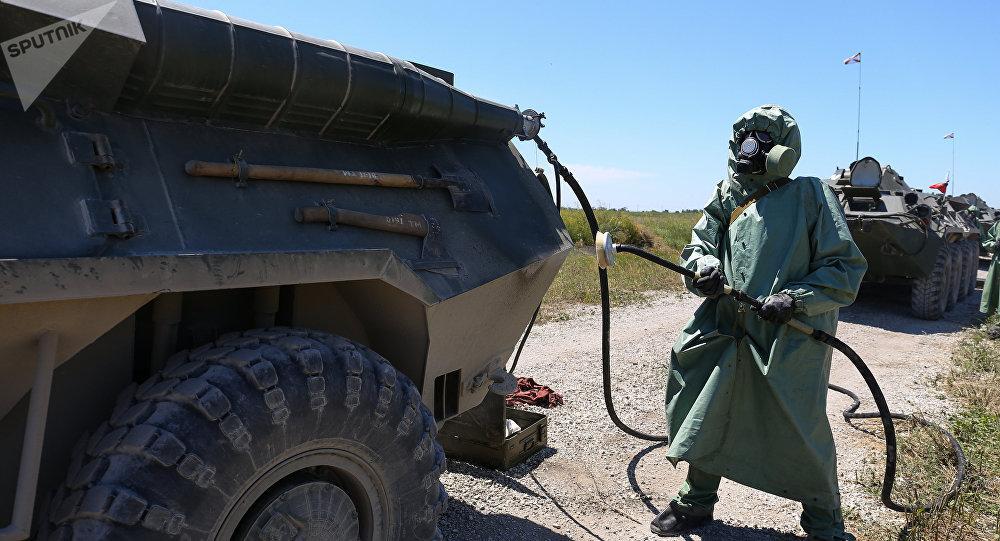 Un militaire des Troupes russes de la protection radio, chimique et biologique
