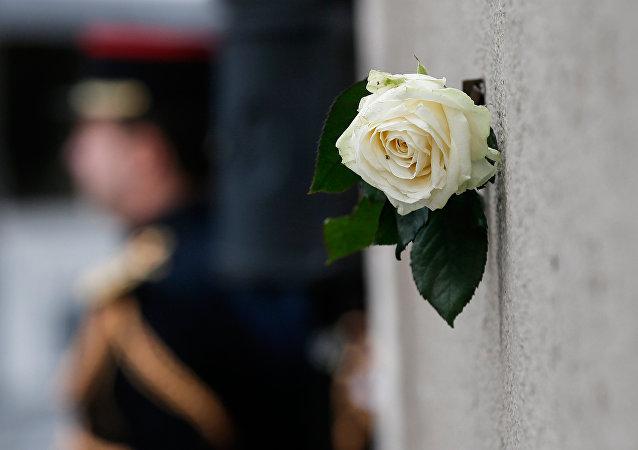 Ce lundi, la France rend hommage aux victimes des attentats du 13 novembre 2015, qui ont fait 130 morts et plus de 350 blessés.