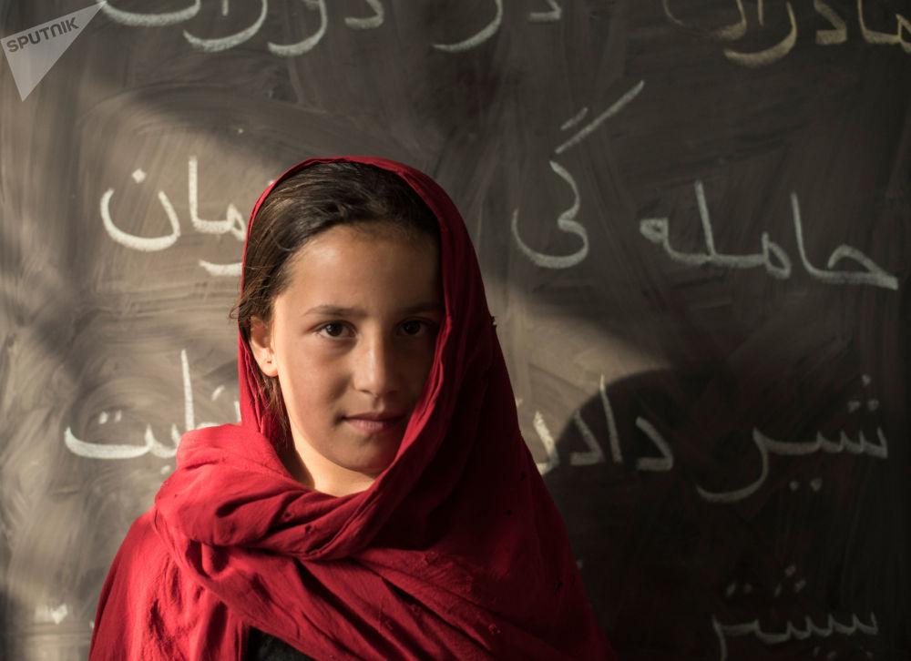 Une élève de l'école pour anciens enfants des rues Aschiana à Kaboul.