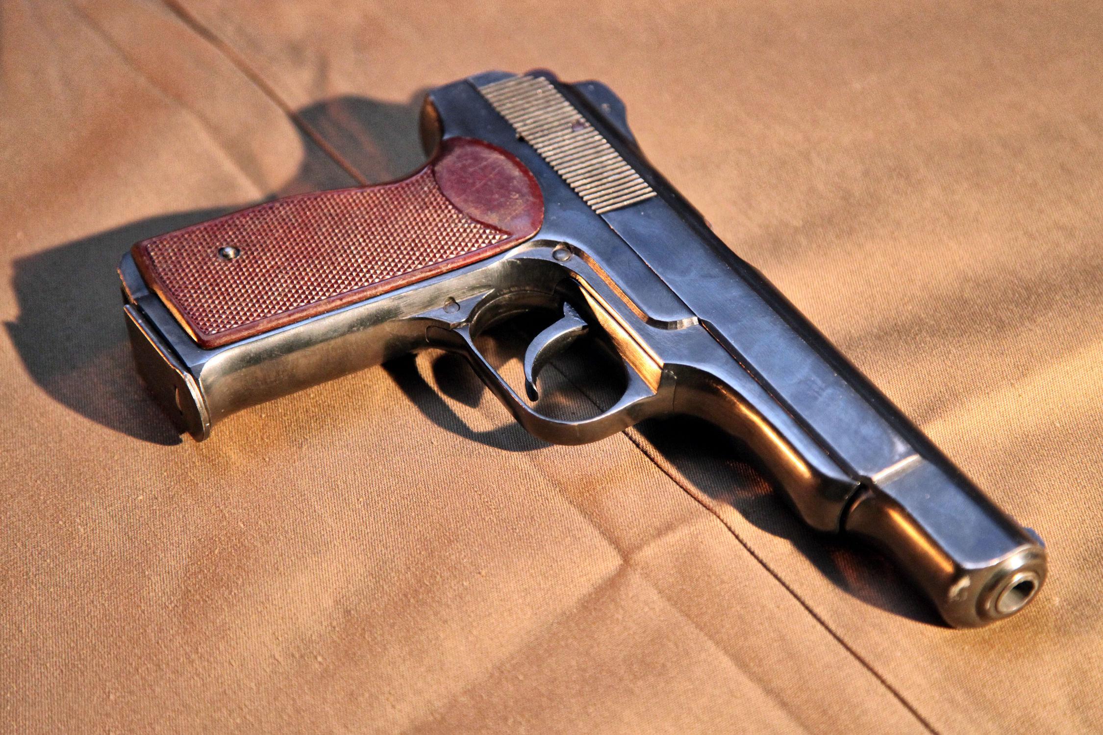 Pistolet avec crosse (pistolet automatique Stetchkine)