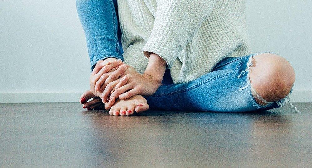 fille en jeans