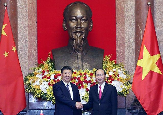 Les USA et la Chine s'affrontent pour le Vietnam