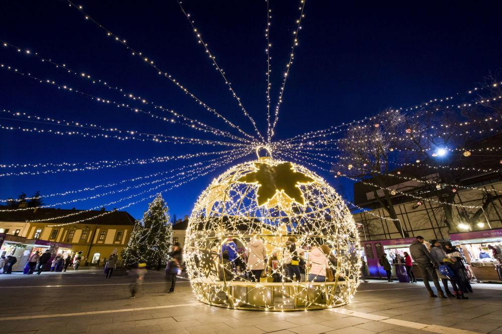 Les préparatifs des fêtes du Nouvel An et de Noël dans les différents pays