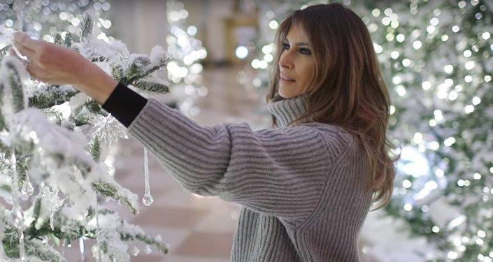Melania Trump embellit la Maison-Blanche à Noël