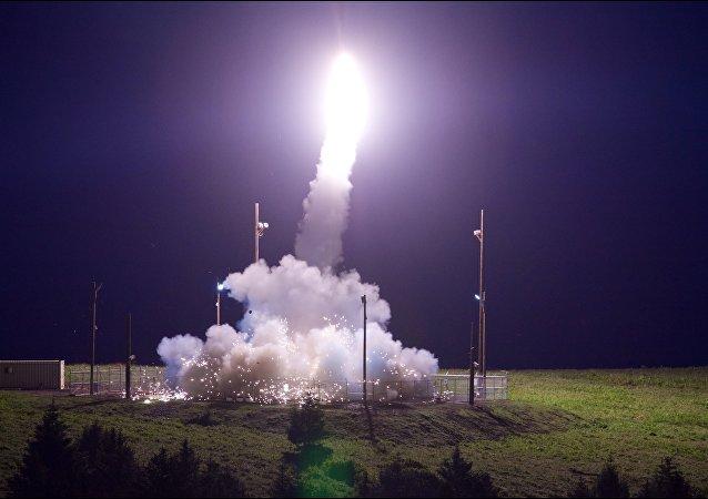 Un essai du système antimissile américain THAAD en Alaska