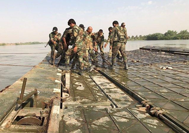L'Armée syrienne franchit l'Euphrate non loin de Deir ez-Zor