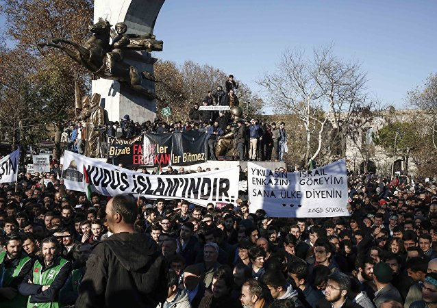 Manifestation à Istanbul après la décision de Donald Trump de reconnaître Jérusalem comme capitale d'Israël