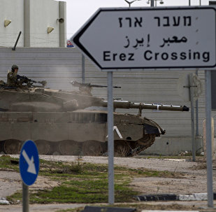 Un char israélien près du point de passage d'Erez