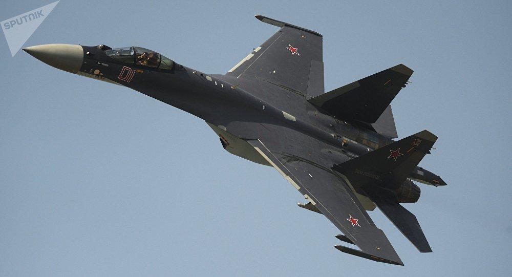 Chasseur Su-35