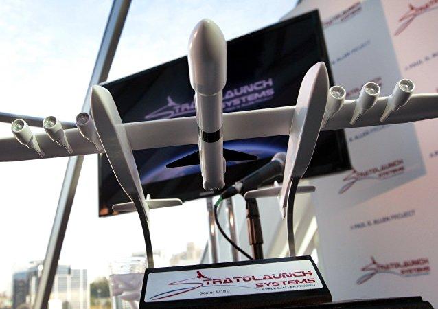 Une maquette de l'avion lanceur géant Stratolaunch