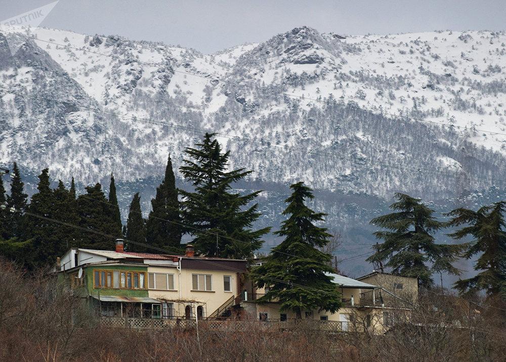 Les montagnes aux environs de Goursouf, en Crimée.