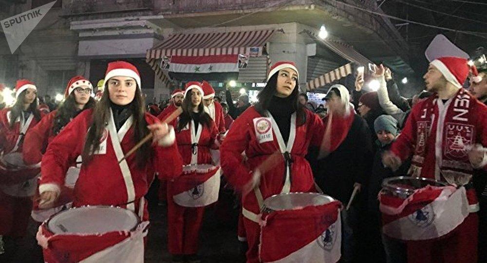 Célébration de Noël et de la libération à Alep