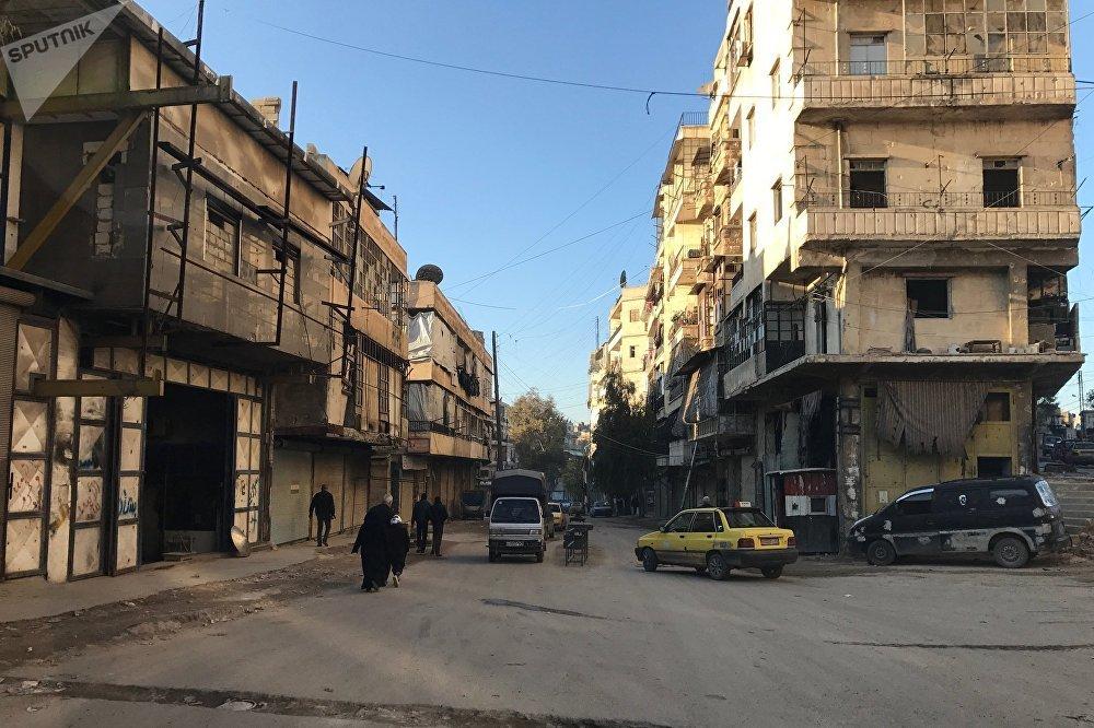 Des résidents du quartier al-Midan à Alep, en Syrie