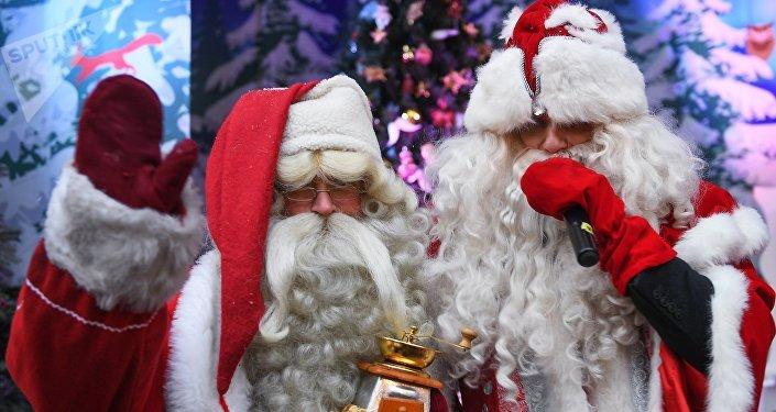 Santa Claus et Ded Moroz