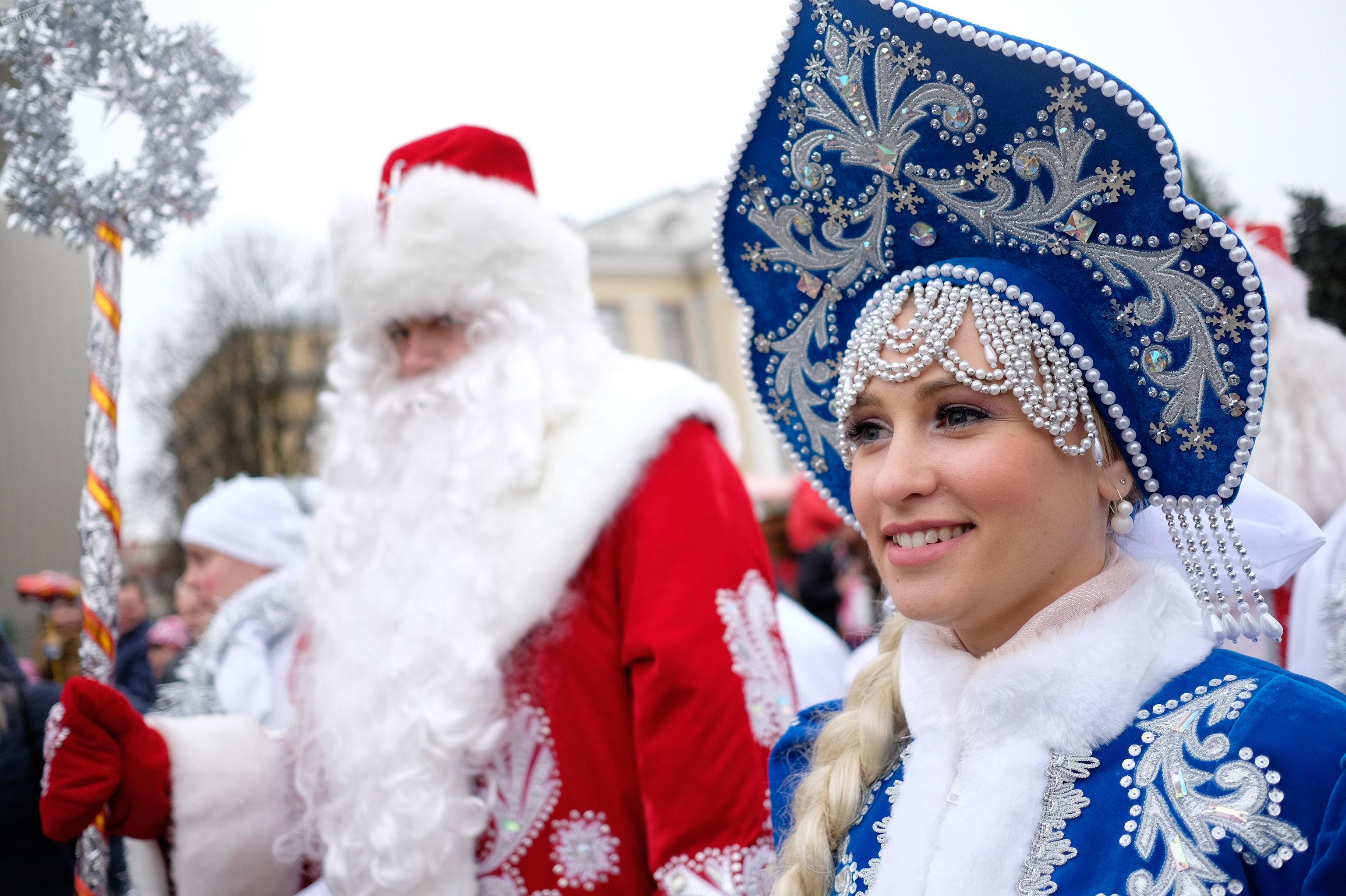 Ded Moroz et sa petite-fille Snegourotchka (Fille de neige)