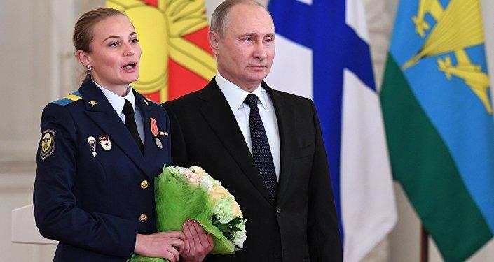 Poutine décerne des décorations aux militaires ayant servi en Syrie