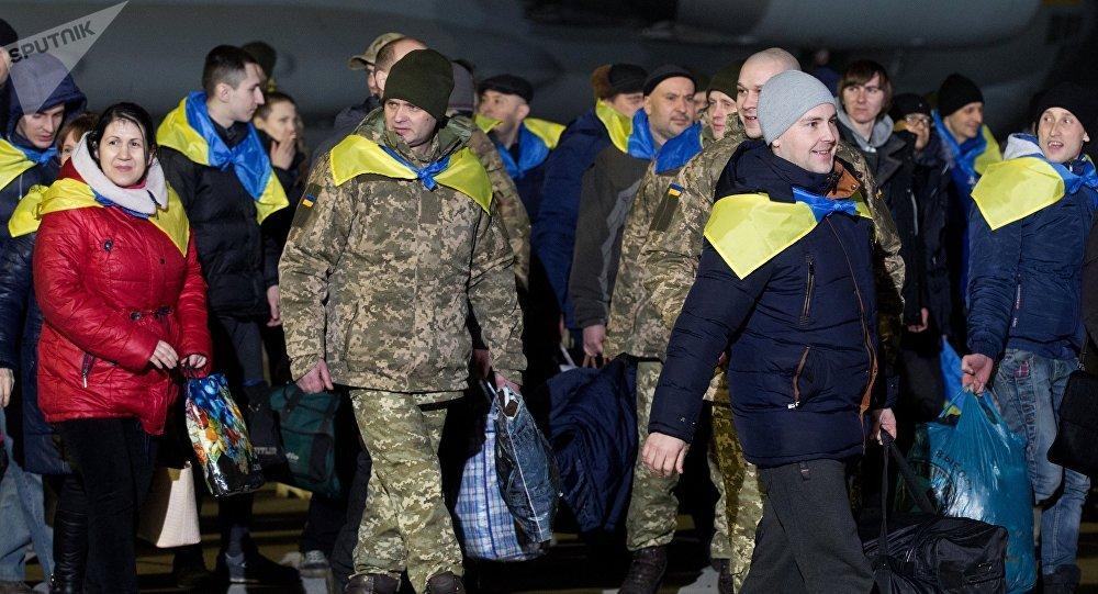 Ukraine: des centaines de prisonniers échangés entre Kiev et les séparatistes
