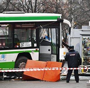 Un autobus fonce sur un arrêt à Moscou