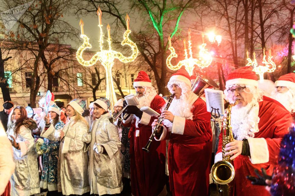 Que la fête commence! Le défilé des Filles de neige à Moscou