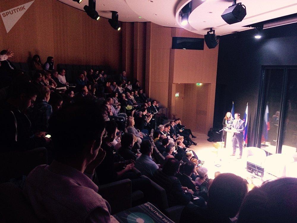 Thomas Pesquet à l'auditorium du centre culturel russe de Paris