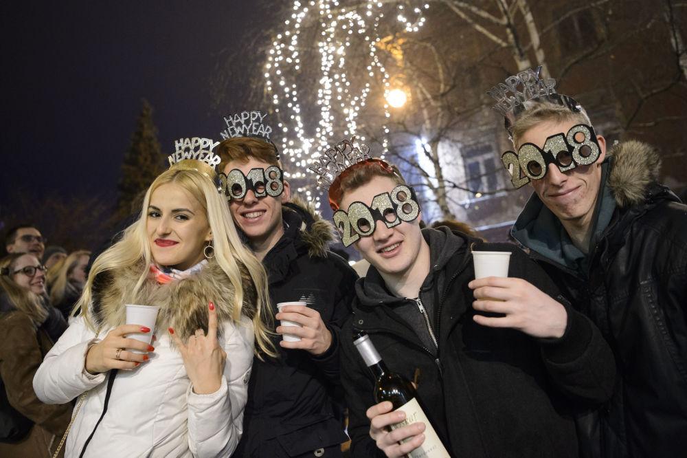 Slovènes en train de célébrer le Nouvel An