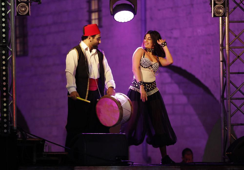 Danseurs lors du Nouvel An au Liban