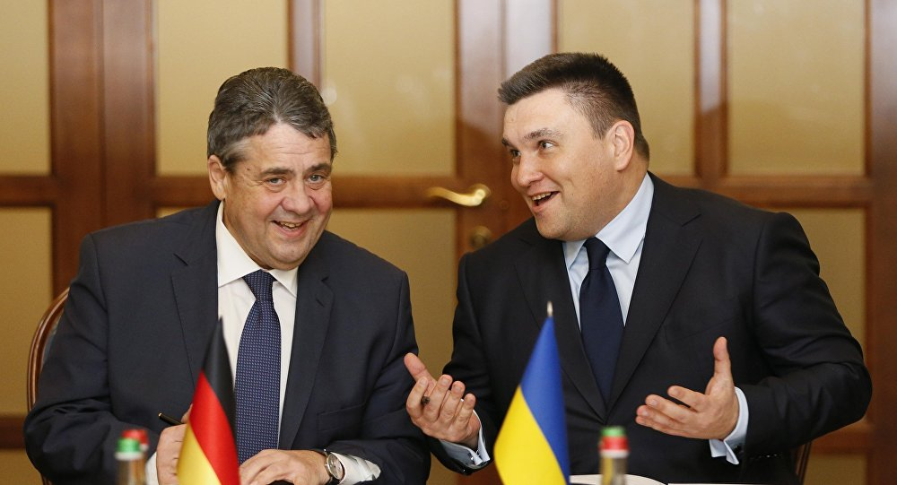 Pavel Klimkine et Sigmar Gabriel. Photo d'archive