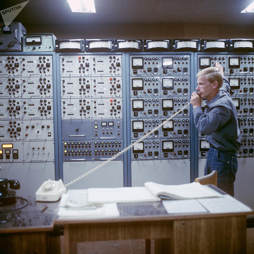 Panneau de contrôle de la salle d'injection de l'accélérateur des particules de Serpoukhov