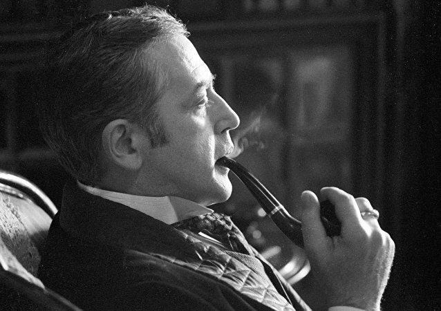Vassili Livanov dans le rôle de Sherlock Holmes
