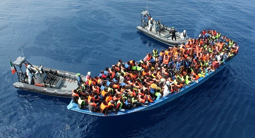 Un canot de migrants en Méditerranée