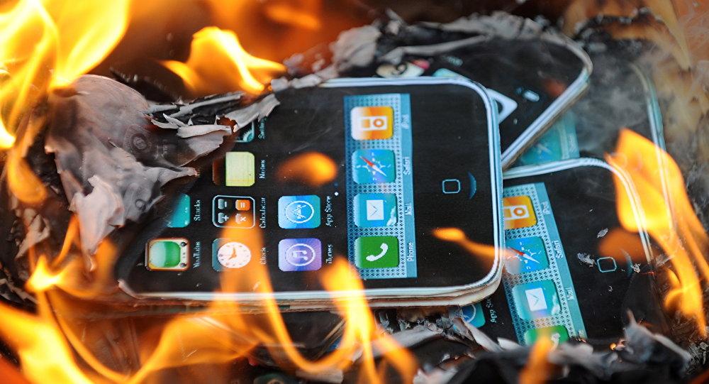 Le parquet de Paris ouvre une enquête contre Apple — Ralentissement des iPhone