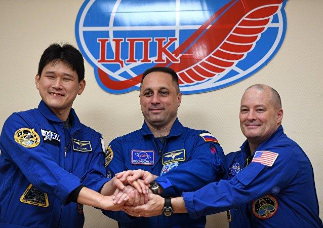 Équipage de l'ISS: Norishige Kanai, Anton Shkaplerov et Scott Tingle