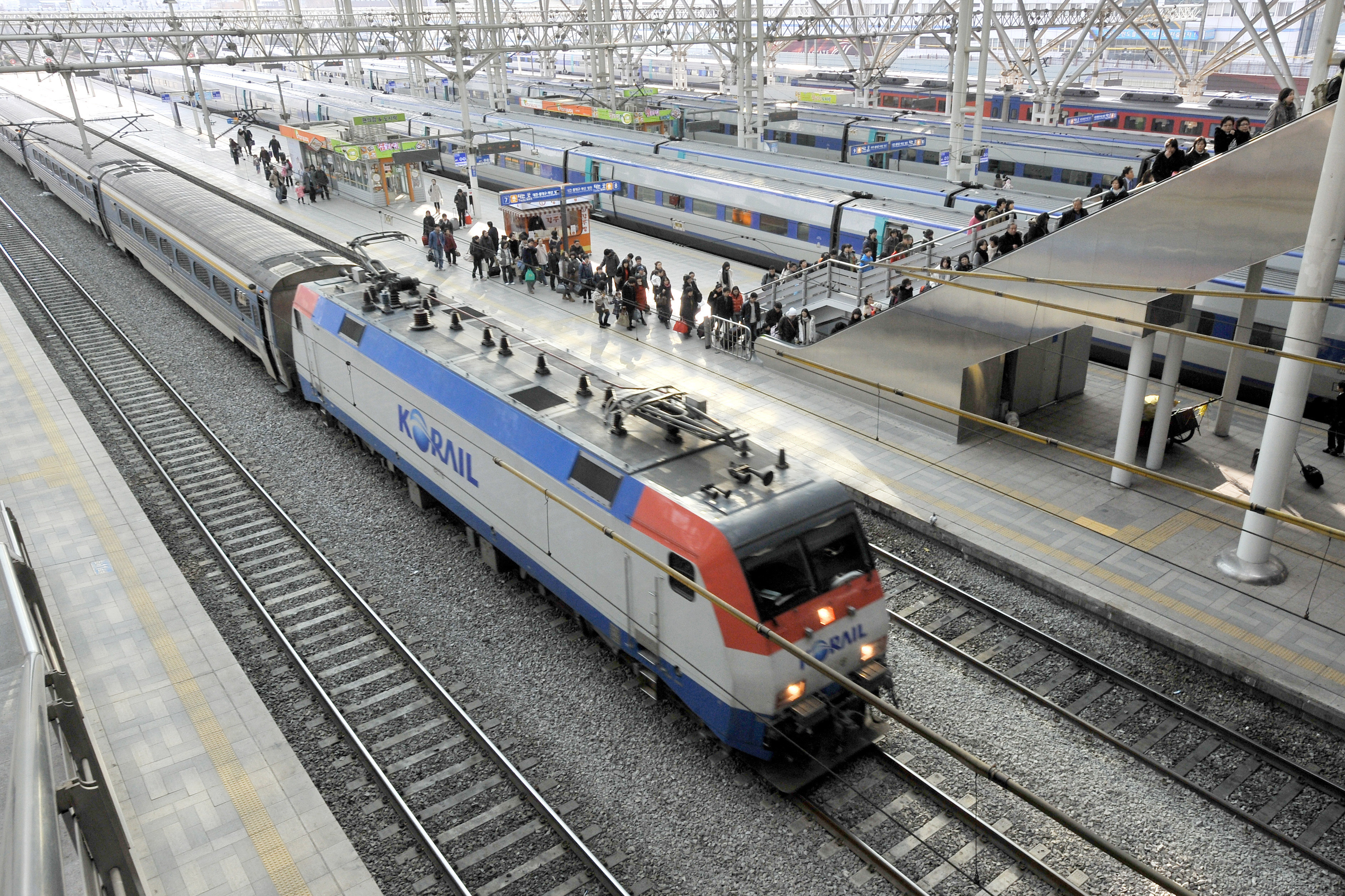 L'intégration des systèmes ferroviaires coréens et leurs liaisons avec ceux des voisins incorporeraient la péninsule dans des couloirs de transport intercontinentaux.