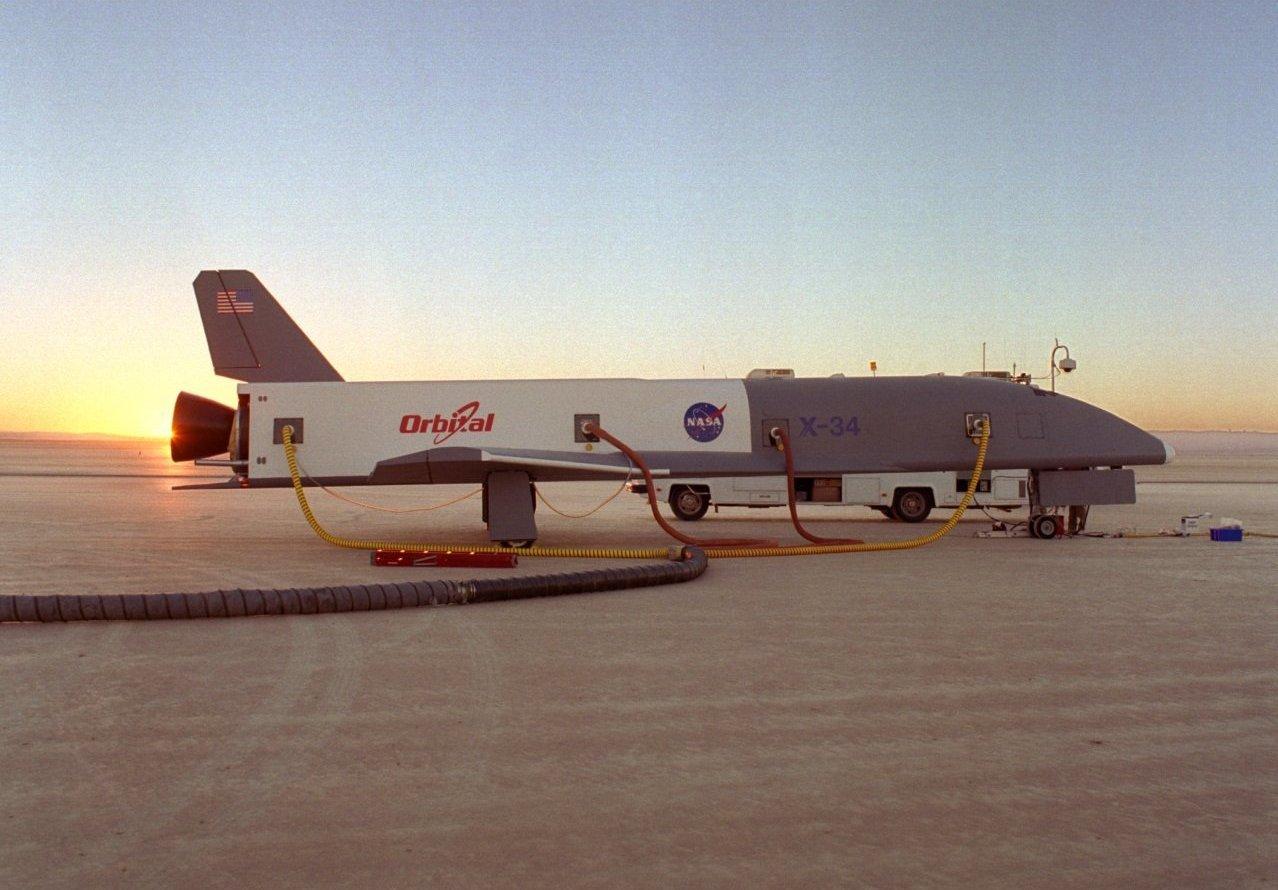 X-34 sur le lac asséché de la Base Edwards