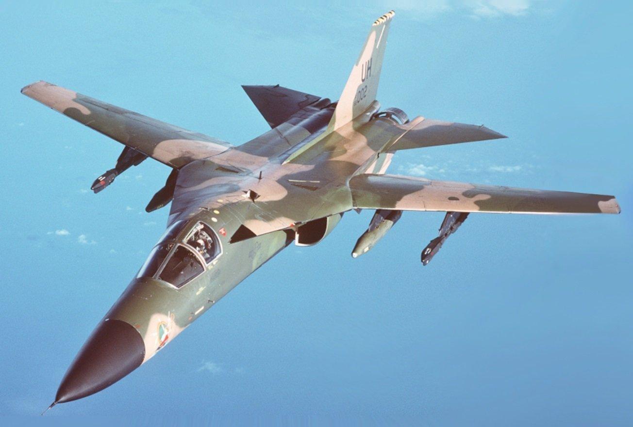 F-111 lors d'un ravitaillement en vol