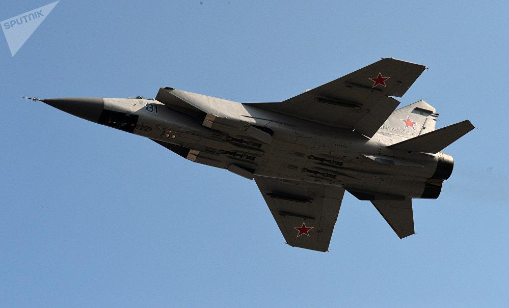 Chasseur-intercepteur supersonique tout-temps MiG-31