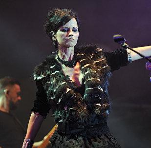 Dolores O'Riordan, vocalista y guitarrista del grupo The Cranberries