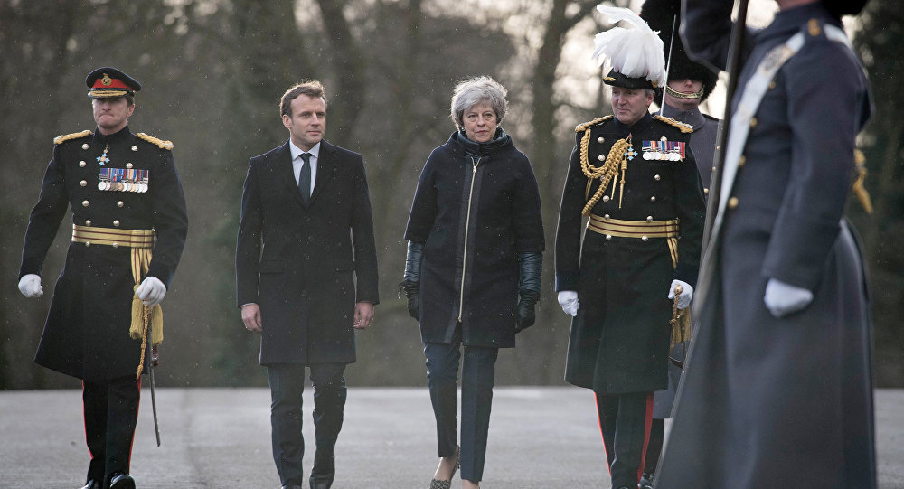 Emmanuel Macron et Theresay May
