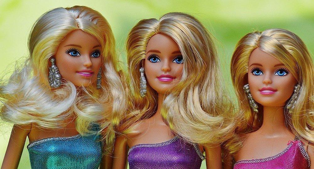 Barbie Humaine Et Ken au-delà de la beauté humaine: 8 répliques vivantes de barbie et de