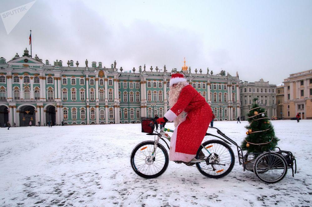 Ho Ho Ho! Défilé cycliste des Grands-Pères Gel à Saint-Pétersbourg